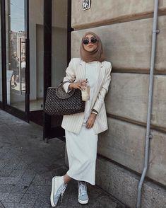 Modern Hijab Fashion, Hijab Fashion Inspiration, Muslim Fashion, Modest Fashion, Fashion Outfits, Abaya Fashion, Modest Dresses, Modest Outfits, Cute Outfits