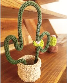 Tricotin: how to do it and 80 ideas of this creative decoration to help you to . : Tricotin: how to do it and 80 ideas of this creative decoration to help you to … Crochet Amigurumi, Crochet Dolls, Crochet Yarn, Cactus En Crochet, Crochet Flowers, Yarn Crafts, Diy And Crafts, Spool Knitting, Crochet Home Decor