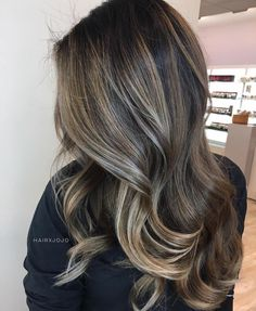 This look is everything😍 📷 Hair by ⠀ Brown Hair Balayage, Brown Hair With Highlights, Brown Blonde Hair, Brunette Hair, Partial Balayage Brunettes, Balayage Hairstyle, Long Brunette, Brunette Highlights, Caramel Highlights