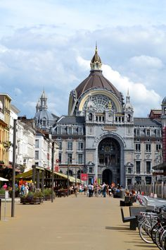 Yesterday we went to our old city Antwerp and ate at one of my favourite places, Brasserie Gustav . The brasserie is next to the Ope. Luxembourg, Places In Europe, Places To Visit, Belgium Europe, Antwerp Belgium, Neoclassical Architecture, Classic Architecture, The Second City, Church Building