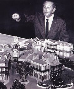 Walt Disney and a model of New Orleans Square, Disneyland. Disney Parks, Walt Disney World, Mundo Walt Disney, Parc Disneyland, Disney Fan, Vintage Disneyland, Old Disney, Disney Theme, Vegetable Gardening
