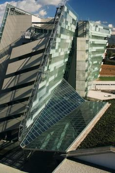 **Hypo Alpe-Adria Bank, Udine Italy by Morphosis Architects