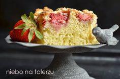 Szybkie ciasto z truskawkami. Łatwe ciasto na maślance - myTaste.pl