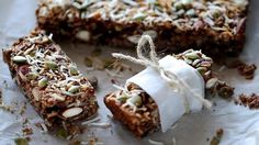 Portable and chock full of flavour, these healthy snacks will keep you powering.cranberry, oat and almond bars Muesli Slice, Muesli Bars, Almond Bars, Oat Bars, Cheese Nutrition, Nutrition Bars, Breakfast Bars, Perfect Breakfast, Breakfast Ideas