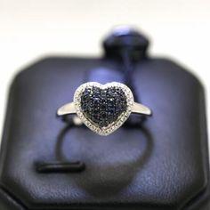 Anello cuore diamanti e zaffiri