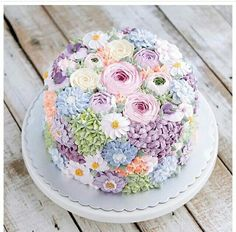 Buttercream wedding cake covered in flowers by Indonesian cake maker Pretty Cakes, Cute Cakes, Beautiful Cakes, Amazing Cakes, Bolo Floral, Floral Cake, Bolo Cake, Tier Cake, Buttercream Flower Cake