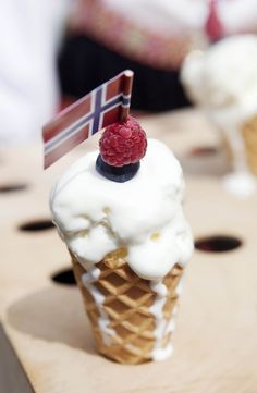 Ice cream, yes! Norway National Day, The Weather Man, Norway Viking, Constitution Day, Norwegian Food, Public Holidays, Strawberry, Ice Cream, Vikings