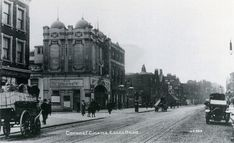 Islington on Essex Road corner of Packington Street The Coronet cinema in 1915 Built in the cinema was renamed Blue Hall Annexe in The Blue Hall Annexe Cinema closed in probably due to war-time conditions and never re-opened. London Pubs, London Street, London City, Vintage London, Old London, Old Pictures, Old Photos, Newington Green, Essex Road