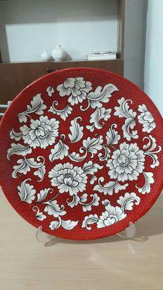 Çiçekli desen Painted Ceramic Plates, Hand Painted Ceramics, Ceramic Painting, Porcelain Ceramics, Ceramic Art, Pottery Painting Designs, Paint Designs, Blue Pottery, Ceramic Pottery