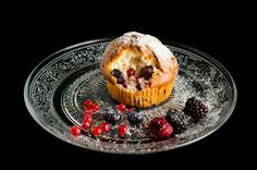 Muffiny s lesným ovocím Pudding, Breakfast, Food, Morning Coffee, Custard Pudding, Puddings, Meals, Yemek, Morning Breakfast