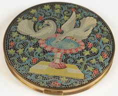 VOVAN COMPACT WITH ENAMELED MOSAIC DOVES : Lot 248