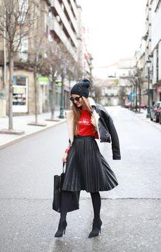 T-shirt: À Bicyclette / Skirt: Zara / Leather jacket: Zara / Shoes: Zara / Bag: Céline / Bracelet: Hermés