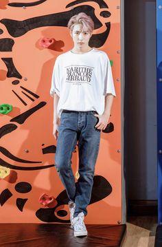 "RENJUN H↺URLY 🦊 GA on 📌 on Twitter: ""HUANG RENJUN.  #RENJUN #런쥔 #黄仁俊 #NCTDREAM @NCTsmtown_DREAM… "" Kpop, Nct Dream Members, Huang Renjun, Jisung Nct, Taeyong, Belle Photo, Jaehyun, My Boyfriend, Nct 127"