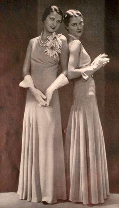 1930s Fashion, Retro Fashion, Vintage Fashion, Miss Marple, Vintage Photography, Vintage Photos, Sassy, Vintage Dresses, Ball Gowns