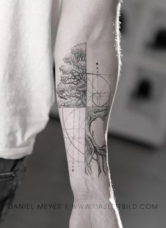 Like Fibonacci spiral intertwined tree. Math / nature for Jonathan. E book Los Angeles Article Physi Fibonacci Tattoo, Tatouage Fibonacci, Fractal Tattoo, Tattoo Abstract, Watercolor Tattoos, Forearm Tattoos, Body Art Tattoos, Small Tattoos, Sleeve Tattoos