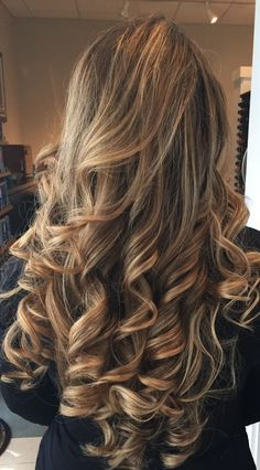 My hair with waves 😍 Big Curls For Long Hair, Super Long Hair, Permed Hairstyles, Pretty Hairstyles, Hairstyle Ideas, Beautiful Long Hair, Most Beautiful Women, Silky Smooth Hair, Great Hair