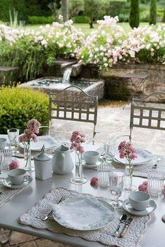 Provence - al fresco dining Outdoor Rooms, Outdoor Dining, Outdoor Gardens, Outdoor Furniture Sets, Outdoor Decor, Place Settings, Table Settings, Dresser La Table, Al Fresco Dining