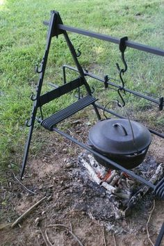 Garden kitchen grill fire pits Id Best Picture For grilling dentes For Your Taste You are looking for something, and it is going to tell you exactly what Camping Fire Pit, Fire Pit Grill, Fire Pit Backyard, Bbq Grill, Grilling, Fire Pits, Camping Grill, Parrilla Exterior, Fire Pit Cooking
