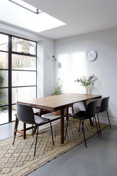 Research questioned living room design guide Living Room Styles, Living Room Designs, Living Room Decor, Interior Architecture, Interior And Exterior, Dining Bench, Dining Chairs, Dining Room, Style Salon