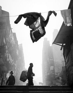 Insight: The Brilliance of Ho Fan 何藩's Photography Now in his seventies, Fan Ho lives in San Jose, CA, but spends about half his time in Hong Kong and Taiwan directing films. Fan Ho, Shanghai, Hong Kong, Photo D Art, In China, Famous Photographers, Art Graphique, Magnum Photos, Photos Du