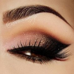 Peach, Gold Shimmer, Black Smokey Eye Makeup - Lashes - Love how the black looks like a dramatic Eyeliner ❤: