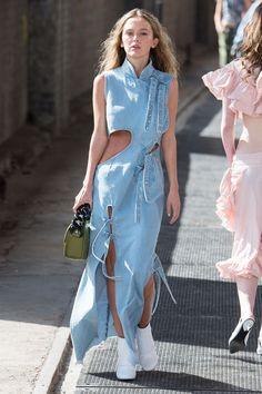 Marques almeida in 2019 denim denim fashion, denim outfit, j Pop Art Fashion, Fashion Week, Denim Fashion, Look Fashion, Runway Fashion, Fashion Show, Korean Fashion, Fashion Design, Winter Fashion