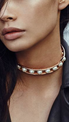 Bold and trendy pearl choker <3
