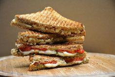 Cobb Bbq, Mozzarella, Hamburger Hotdogs, Wrap Sandwiches, Fajitas, Asian Recipes, Brie, Vegetarian Recipes, Food Photography