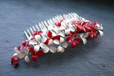 """""""Himbeerchen"""" Haarkamm mit kleinen Blüten, weiß und himbeerrot Einzelstück 42.90€  hair comb with tiny flowers, raspberry red and white, one of a kind"""