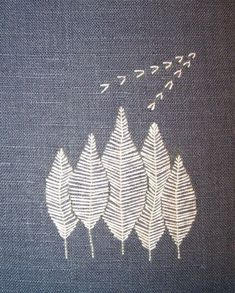 Not sashiko - but the spirit is similar. Embroidery Designs, Modern Embroidery, Embroidery Applique, Cross Stitch Embroidery, Machine Embroidery, Simple Embroidery, Contemporary Embroidery, White Embroidery, Diy Broderie