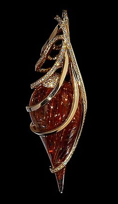 Mousson Atelier, collection Wind, pendant, Yellow gold 750, Rutile quartz, Diamonds
