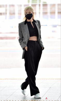 Blackpink Fashion, Korean Fashion, Paris Fashion, Celine, Yves Saint Laurent, Jennie Lisa, Park Chaeyoung, Airport Style, Airport Fashion