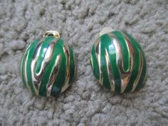 Check out this item in my Etsy shop https://www.etsy.com/listing/244111268/vintage-emerald-green-gold-tone-zebra