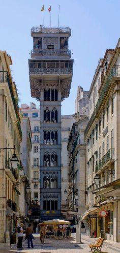 Portugal, Lissabon, deze beklim je niet, die benader je van boven, met Joao.