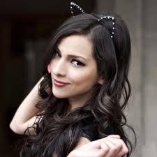 Hermosa mujer, sobre todo gran cantante con su ultimo disco Corazón Bipolar, entre ellos se destacan los temas, Corazón Bipolar y Suerte, recientemente hizo un dueto con Leonel García. PATY CANTÚ