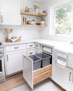 Pull-out kitchen trash can cabinet with two trash bins AND a built-in paper towel holder - I need this in my new kitchen! kitchen trash can cabinet with two trash bins AND a built-in paper towel holder - I need this in my new kitchen! Home Decor Kitchen, Interior Design Kitchen, Home Kitchens, Ikea Kitchens, Decorating Kitchen, Modern Small Kitchen Design, Simple Home Design, Kitchen Cabinets Design Layout, Remodeled Kitchens