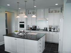 Traditional White Kitchen Cabinets #13 (Kitchen-Design-Ideas.org)