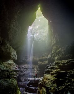 Stephens Gap, located in Jackson County, is one of Alabama's must-see caves. A true hidden gem, this amazing 150-foot cave, which includes a spectacular waterfall, is one of the Southeast's most beloved caves.