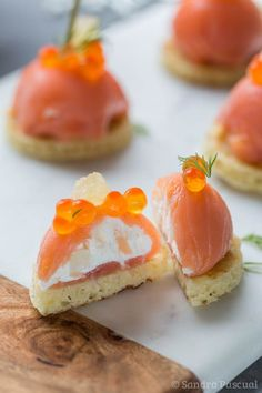 Dome of smoked salmon with fresh goat cheese and fennel - Recettes Cuisine - noel Appetizer Recipes, Snack Recipes, Cooking Recipes, Sandwich Torte, Snacks Für Party, Pumpkin Spice Cupcakes, Appetisers, Fall Desserts, Smoked Salmon