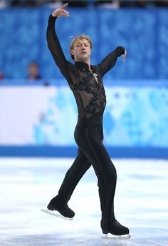 Evgeni Plushenko (Figure Skating - Winter Olympics Day 2 - Pictures - Zimbioから)