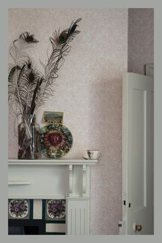 Feuille by Farrow & Ball - Pink and Cream : Wallpaper Direct Farrow Ball, Farrow And Ball Paint, Interior Design Inspiration, Decor Interior Design, Color Inspiration, French Romance, Pastel Interior, Kitchen Paint Colors, French Fabric