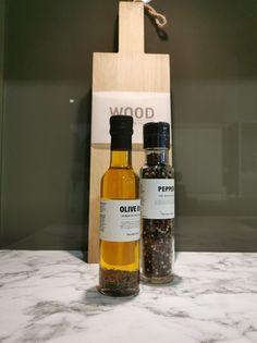 AUBO Trend Nordic kjøkken Interior Design Kitchen, Kitchen Decor, New Kitchen Inspiration, Ikea Kitchen Remodel, Backsplash, Whiskey Bottle, Wood, Minimalism, Kitchen Modern