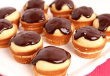 Boston Cream Cupcakes Recipe - Laura in the Kitchen - Internet Cooking Show Starring Laura Vitale Cupcake Recipes, Cupcake Cakes, Dessert Recipes, Boston Cream Cupcakes Recipe, Cupcakes Boston, Creme Cupcake, Custard Ingredients, Muffins, Easy Desserts