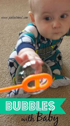 Different ideas on how to play with bubbles with your baby. Advantages of playing with bubbles with baby. Baby Sensory Play, Sensory Activities, Baby Play, Therapy Activities, Infant Activities, Physical Activities, Learning Activities, Activities For Kids, Infant Sensory