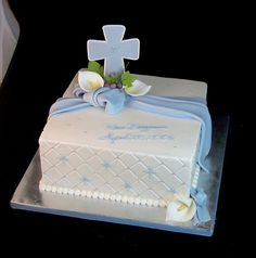 First Communion on Cake Central Boys First Communion Cakes, Boy Communion Cake, First Communion Party, Baptism Party, Comunion Cakes, Cross Cakes, Confirmation Cakes, Christening Cakes, Religious Cakes