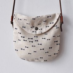 We love this bag, and can see some #DIY stamping after #sewing making it really beautiful if you want to start with a simple fabric. The straps are knotted on the back end of a leather tab that's sewn in, making it really easy to make at home!