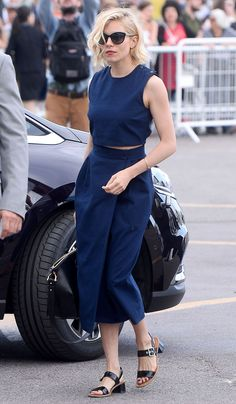 sienna-miller-top-croped-wide-pants-street-style