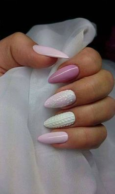 25 Cute Christmas Nail Designs To Show Your Sparkle .- 25 cute Christmas nail designs to show your sparkle # christmas nail - Cute Christmas Nails, Xmas Nails, Christmas Nail Designs, Holiday Nails, Christmas Design, Christmas Christmas, Christmas Ideas, Trendy Nails, Cute Nails