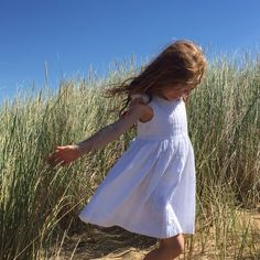 White dresses and sunshine ❤️ flower girl dresses, beach wedding, wedding style