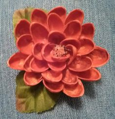 Pistachio shell flower painted with acrylic paint. Made some into pins and magnets. Crafts To Do, Fall Crafts, Decor Crafts, Diy Crafts, Pista Shell Crafts, Walnut Shell Crafts, Plastic Spoon Crafts, Pistachio Shells, Nature Crafts